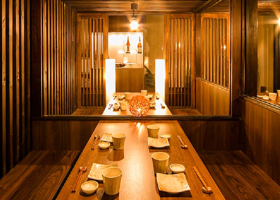 扉つきテーブル個室
